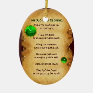 Un pergamino irlandés viejo de la bendición ornato
