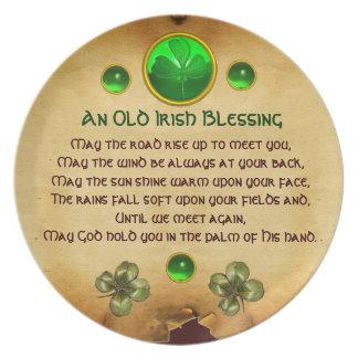 Un pergamino irlandés viejo de la bendición platos