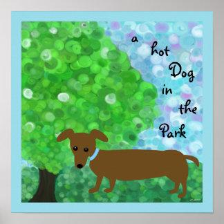 un perrito caliente en el parque poster