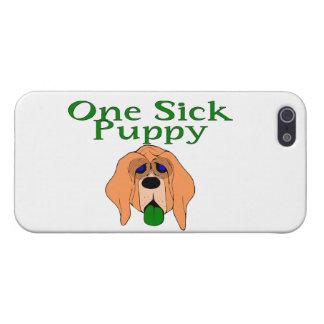 Un perro de perrito enfermo iPhone 5 carcasas