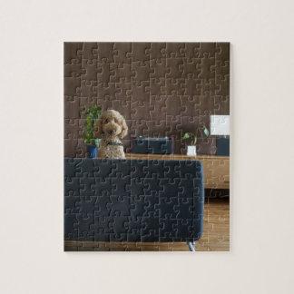 Un perro en el cuarto riving rompecabeza con fotos