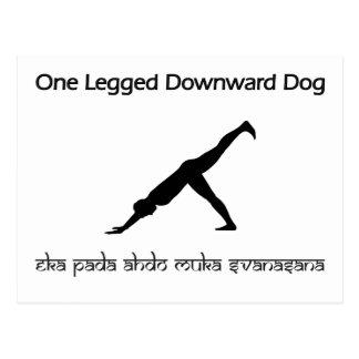 Un perro hacia abajo Legged Postal