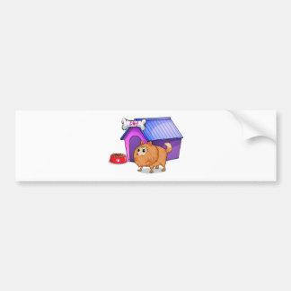 Un perro marrón fuera de la caseta de perro pegatina de parachoque