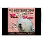 Un perro pastor inglés viejo cariñoso hace nuestro tarjeta de felicitación
