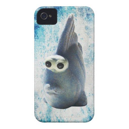 Un pescado divertido lindo con los ojos grandes iPhone 4 Case-Mate cárcasa
