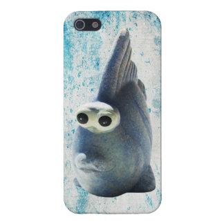 Un pescado divertido lindo con los ojos grandes iPhone 5 carcasa