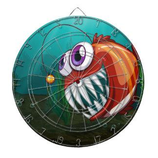 Un pescado grande debajo del mar tablero de dardos
