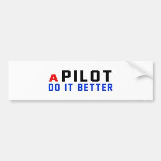 Un piloto mejora pegatina para auto