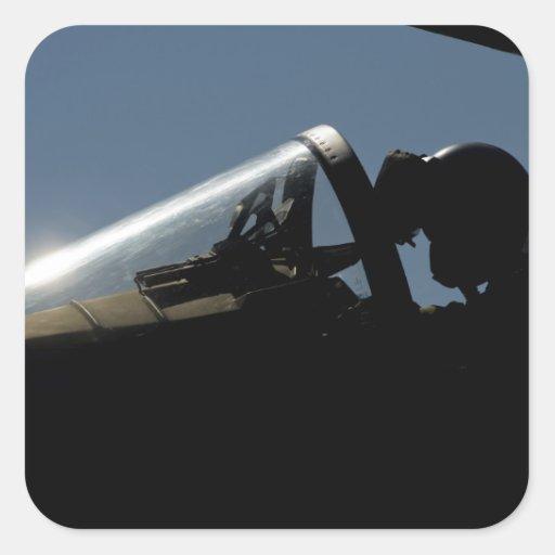 Un piloto se prepara para el despegue calcomanía cuadradas personalizadas
