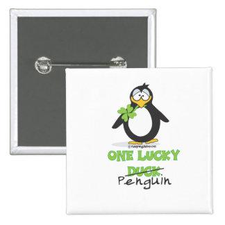 Un pingüino afortunado del pato