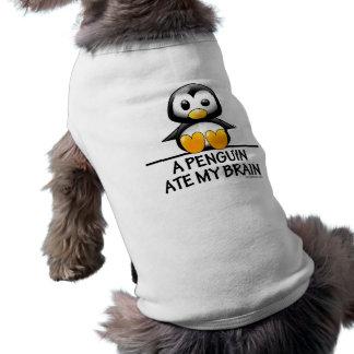Un pingüino comió mi cerebro playera sin mangas para perro