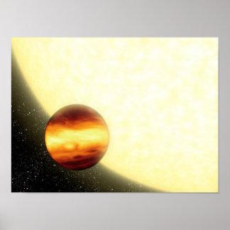 Un planeta gas-gigante que está en órbita muy cerc poster
