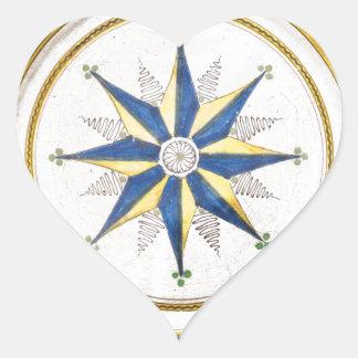 Un plato azul y amarillo grande de la loza de pegatina en forma de corazón