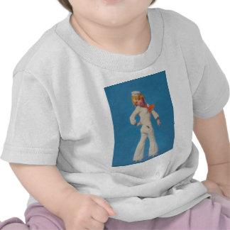 Un poco alquitrán en chica del marinero camiseta