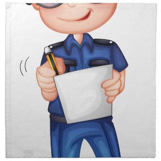Un policía con una pluma y un papel servilletas