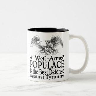 Un populacho bien armado es la mejor defensa taza dos tonos