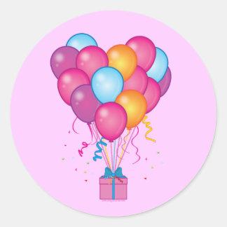 Un presente de mi feliz cumpleaños del corazón pegatina redonda