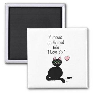 Un ratón en la cama imán cuadrado