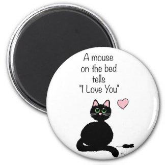 Un ratón en la cama imán redondo 5 cm