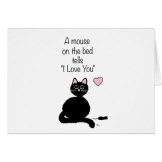 Un ratón en la cama tarjeta de felicitación
