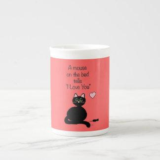 Un ratón en la cama taza de porcelana