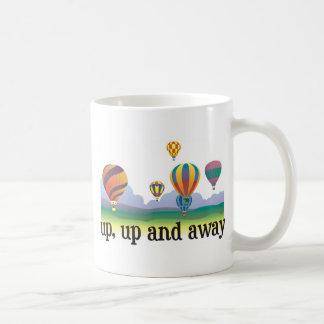 Un regalo colorido del vuelo del globo - el aire taza de café