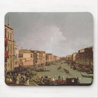 Un Regatta en el Gran Canal, c.1735 Tapete De Ratón