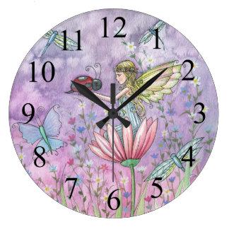 Un reloj amistoso de la hada y de la mariquita del