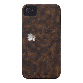 Un remiendo del blanco rodeado por el marrón iPhone 4 cárcasa