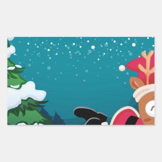Un reno cerca del árbol de pino que lleva los dres pegatina rectangular