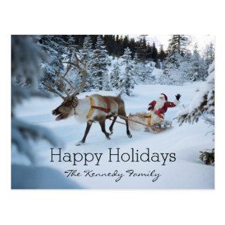 Un reno que tira de Papá Noel y de su trineo Postales