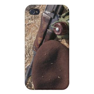 Un rifle, militar cubre y cantina iPhone 4 fundas