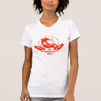 Un rojo americano del héroe camiseta