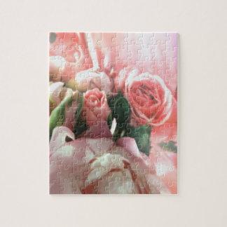 Un rompecabezas rosado de los rosas