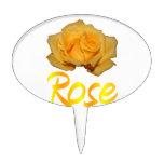 Un rosa amarillo con la palabra subió debajo palillos de tarta