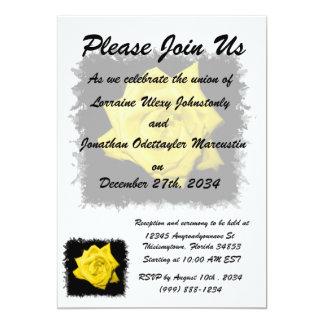 """Un rosa amarillo con negro detrás hizo punta el invitación 5"""" x 7"""""""