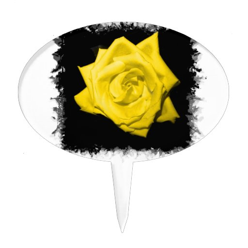 Un rosa amarillo con negro detrás hizo punta el ma figura de tarta