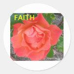 Un rosa es un Rose9 Pegatina Redonda