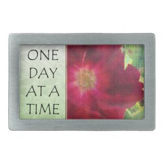 Un rosa rojo del día a la vez hebillas cinturon rectangulares