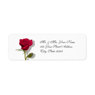 Un rosa rojo etiqueta de remite