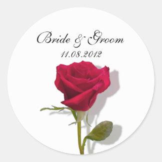 Un rosa rojo etiquetas redondas
