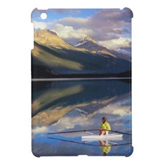 Un rower en el lago Banff en SR. de Canadá)