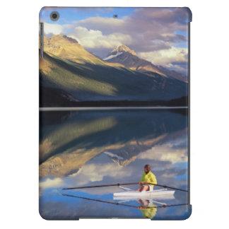 Un rower en el lago Banff en SR. de Canadá) Funda Para iPad Air