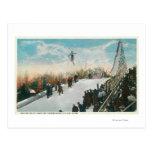 Un salto del torneo del esquí postales