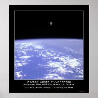 Un sentido profundo del Aloneness - astronauta McC Poster