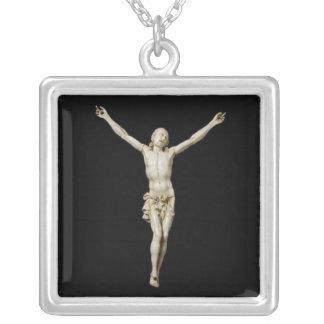 Un siglo XVII talló la figura de marfil de Cristo Colgante Cuadrado