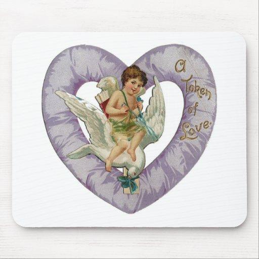 Un símbolo del corazón de la lavanda del amor tapetes de ratón
