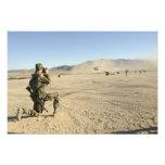 Un soldado documenta un CH-47 Chinook Impresiones Fotograficas