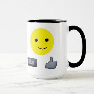 Un sonriente y una a tienen gusto en su taza