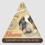 Un St Bernard cariñoso hace nuestro hogar de la Pegatina Trianguladas Personalizadas